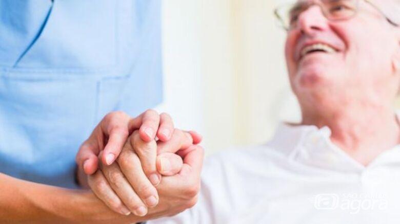 Estudo da UFSCar investiga como cuidadores de idosos conciliam trabalho e família - Crédito: Divulgação