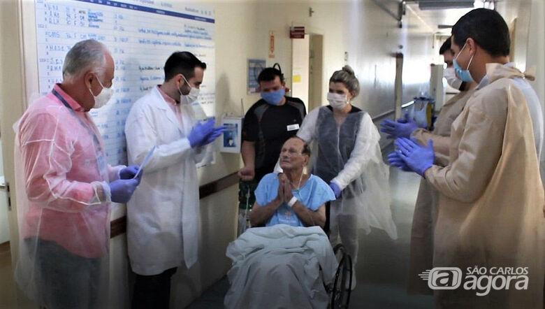 Nicola Colloca é o paciente mais idoso atendido até agora e um dos mais graves. O aposentado é o primeiro a receber um Certificado de Alta - Crédito: Arquivo Pessoal