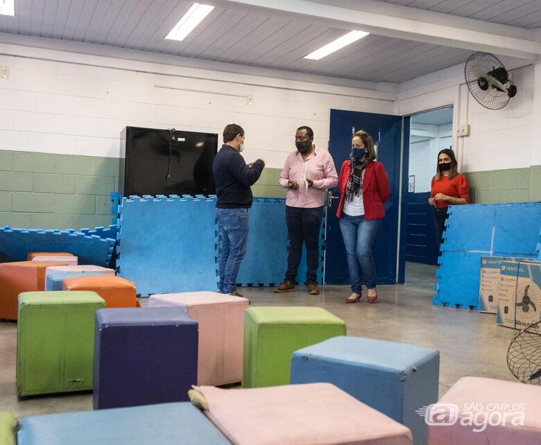 Vereador Roselei destina recursos para pintura do Caic, no Aracy - Crédito: Divulgação