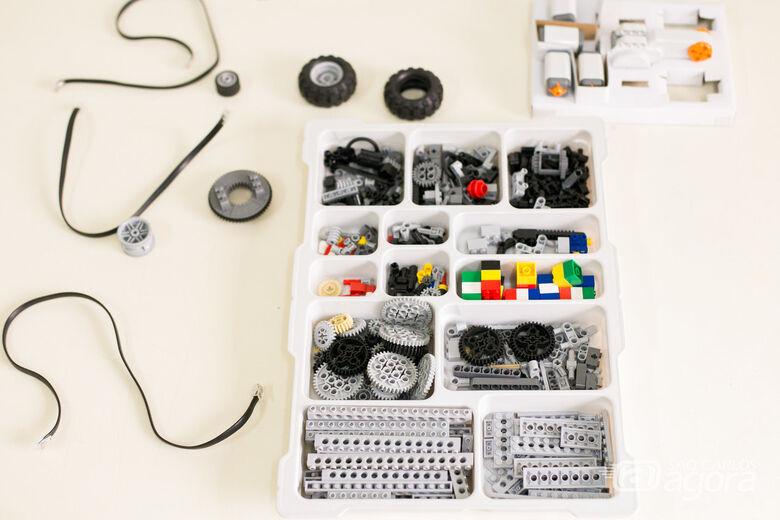 Unidade de ensino receberá, sem nenhum custo, três kits de robótica da LEGO, além de conjuntos de peças para montagens - Crédito: Divulgação