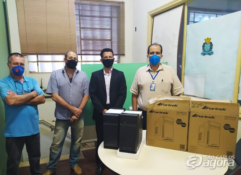 Fiscalização recebe novos computadores através de emenda parlamentar do vereador Elton Carvalho - Crédito: Divulgação