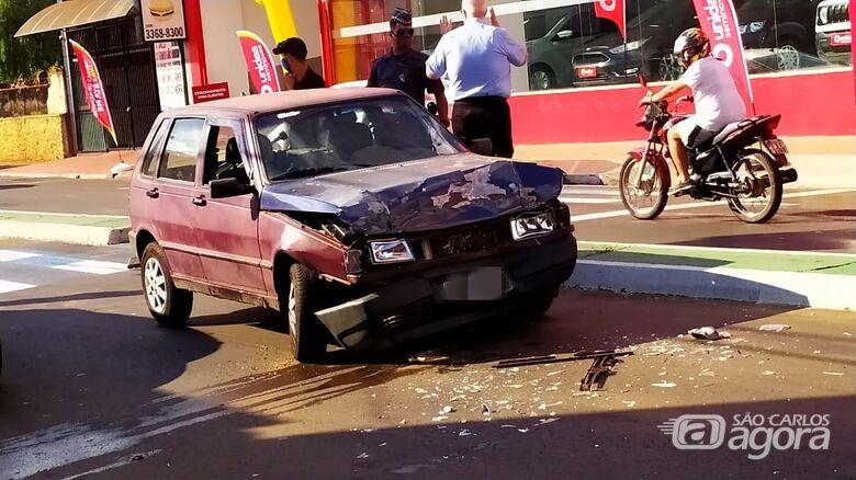 Colisão danifica três veículos na Avenida São Carlos - Crédito: Maycon Maximino