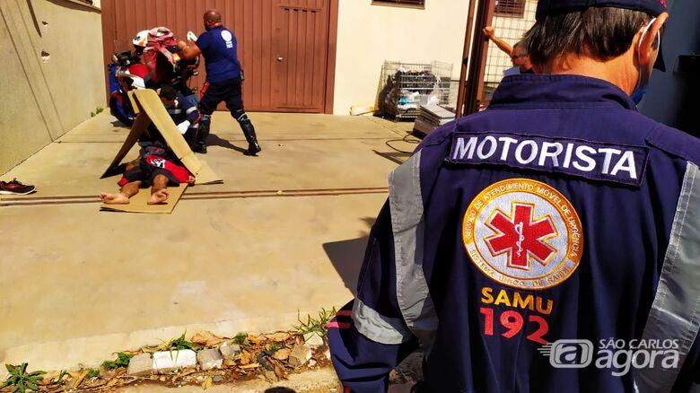 Homem sem documentos pula de muro e na queda desmaia - Crédito: Maycon Maximino