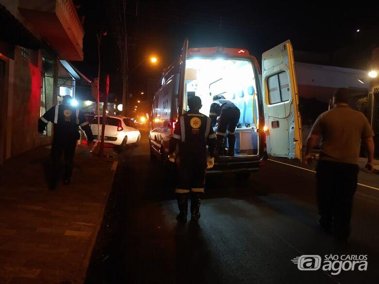 Motorista é socorrido pelo Samu após mal ao volante no Centro - Crédito: Luciano Lopes/São Carlos Agora