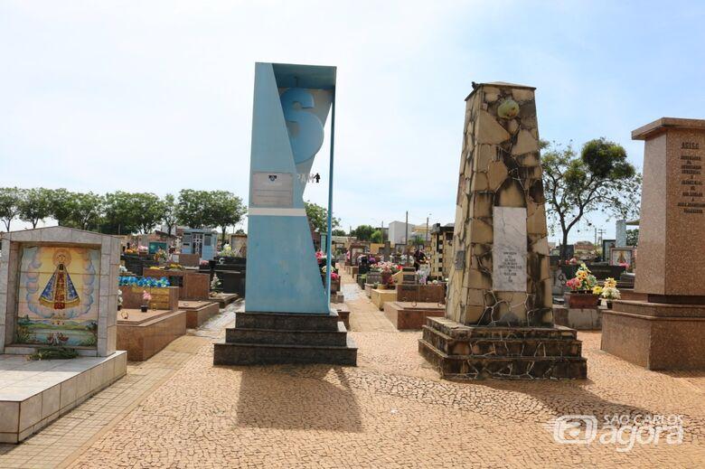 Cemitérios municipais permanecem fechados para visitação no feriado de 15 de agosto - Crédito: Divulgação