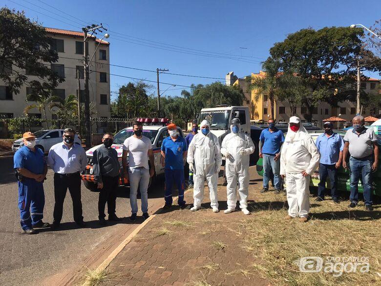 Vereador Rodson acompanha os trabalhos de desinfecção do conjunto habitacional da CDHU - Crédito: Divulgação