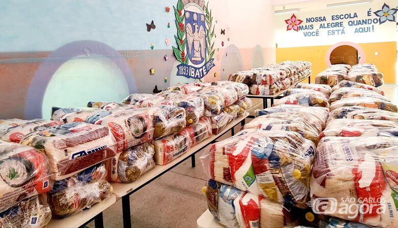Alunos de Ibaté recebem kit com hortifruti e produtos da cesta básica - Crédito: Divulgação