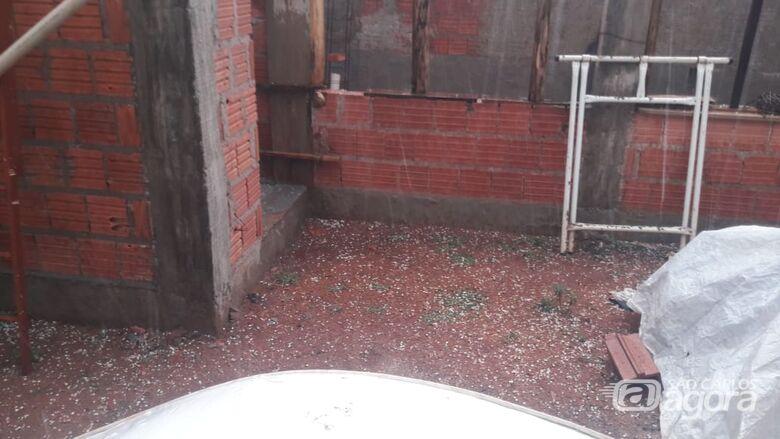 Chuva com granizo atinge bairros de São Carlos - Crédito: Whatssapp SCA - (16) 99633-6036
