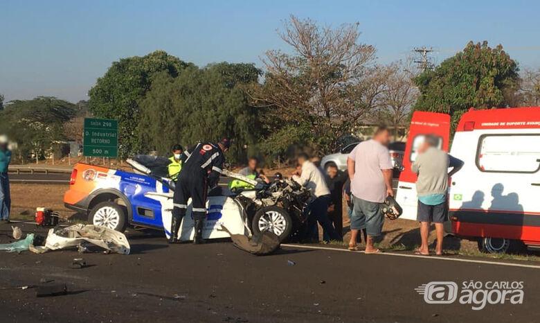 Saveiro fica destruída após bater em caminhão na rodovia SP-326 - Crédito: Matãonet