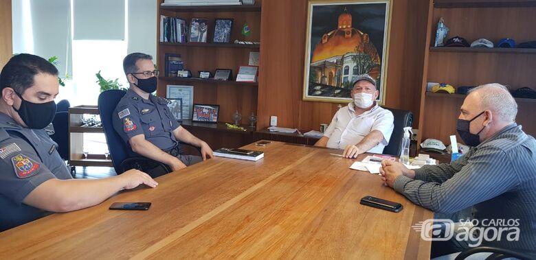 Prefeito recebe novo comandante da PM em São Carlos - Crédito: Divulgação