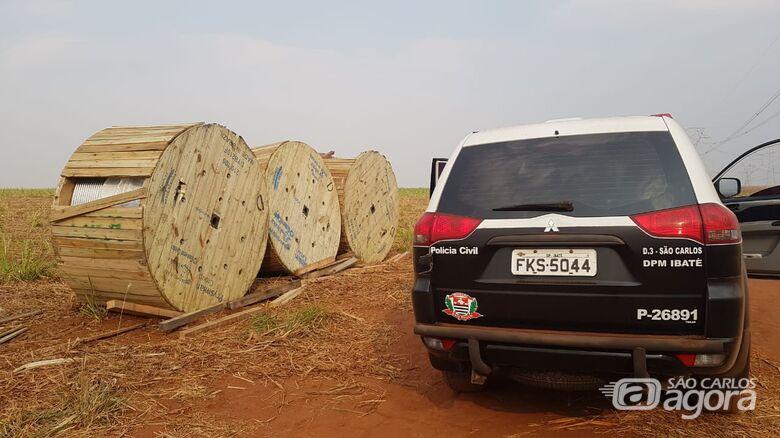Bobinas com cabos de alumínio roubadas são localizadas na área rural de Ibaté - Crédito: Divulgação/Polícia Civil