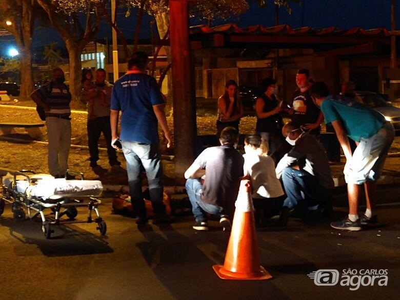 Motociclista sofre fratura após colidir na traseira de carro - Crédito: Luciano Lopes/São Carlos Agora