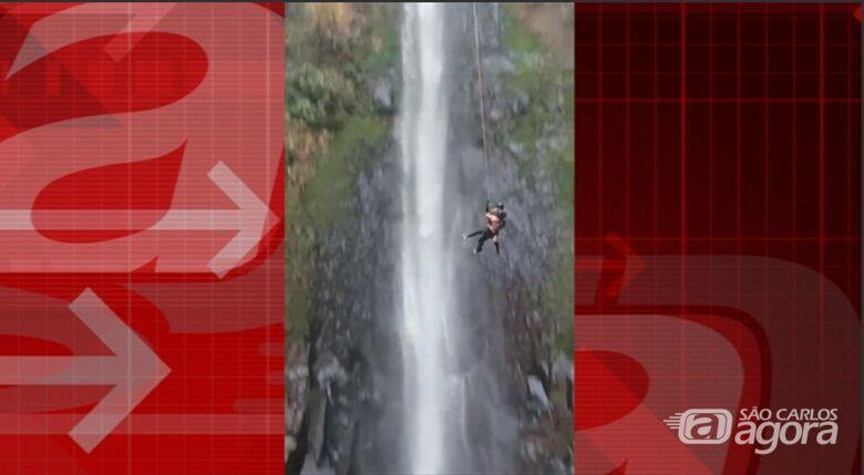 Casal sofre queda durante Rope Jump na cachoeira Cancan em Ibaté; veja o vídeo -