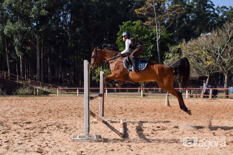 Luiza durante os treinos na Hípica Damha: amazona são-carlense treina forte e foca evento nacional - Crédito: Divulgação