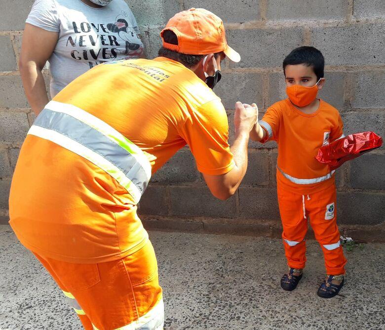 São Carlos Ambiental realiza sonho do menino João Lucas de 4 anos - Crédito: São Carlos Agora