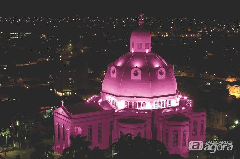 Catedral fica rosa em homenagem às vítimas de câncer - Crédito: Divulgação