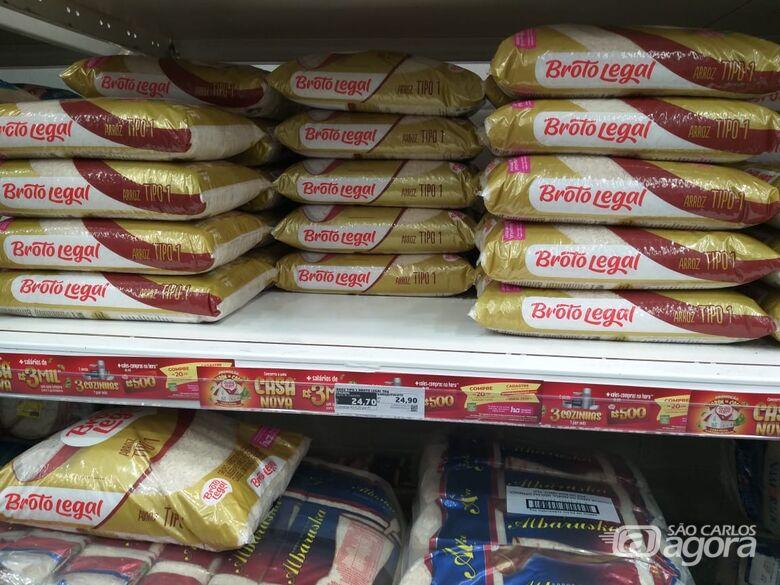 Pacote de 5 kg de arroz tem variação de 71%, aponta pesquisa do Procon - Crédito: Arquivo/SCA