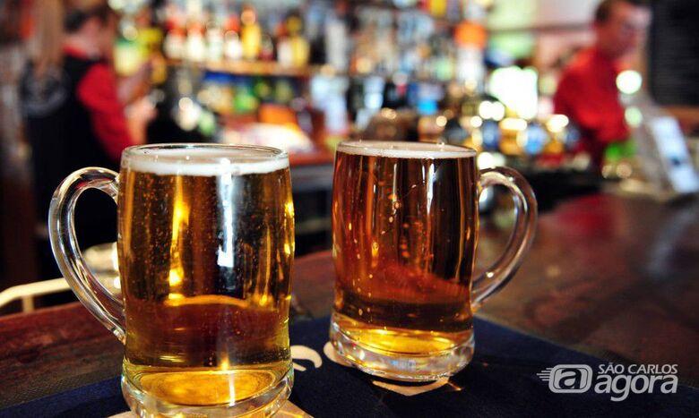 Clientes poderão permanecer até às 23h em bares e restaurantes - Crédito: Agência Brasil