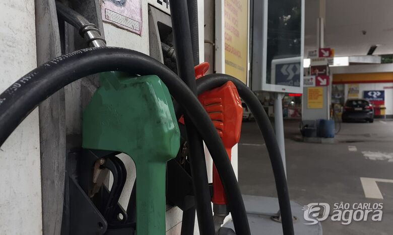 Petrobras aprova reajuste de 4% na gasolina, e de 5% no diesel - Crédito: Agência Brasil