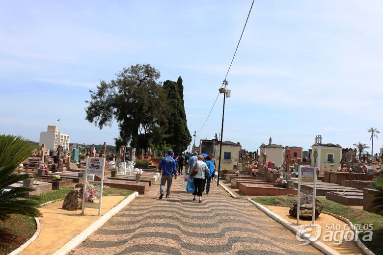 Cemitérios de São Carlos ficarão abertos para visitação das 6h às 18h a partir de sábado (31) - Crédito: Arquivo/SCA