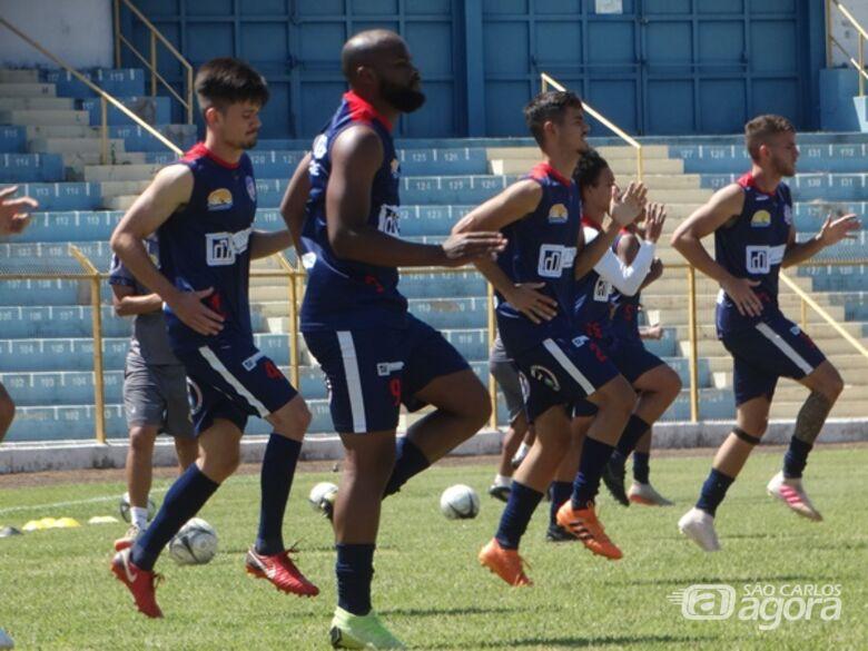 Jogadores durante aquecimento pré-treino no Luisão: Marcus Vinícius quer time pontuando em Novo Horizonte - Crédito: Marcos Escrivani