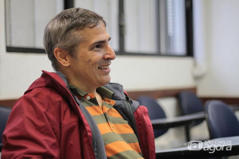 """""""Para ser um cientista de dados, você não precisa ser o melhor aluno de matemática, precisa só ser curioso e gostar de olhar os dados para descobrir coisas novas a partir deles"""", explica o vice-diretor do ICMC - Crédito: Reinaldo Mizutani"""