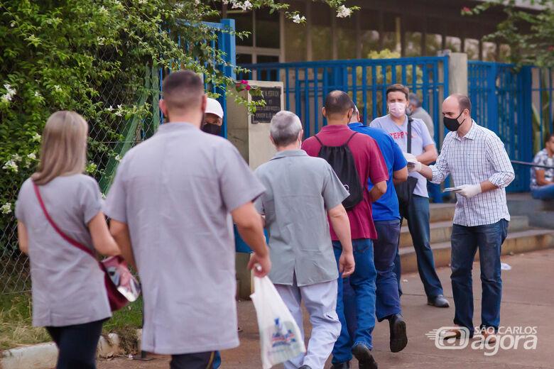 Acompanhado de candidatos a vereador, Netto Donato visita bairros - Crédito: Divulgação