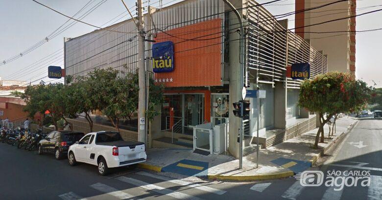 Agência do Itaú é fechada temporariamente após caso suspeito de Covid-19 - Crédito: Google Maps
