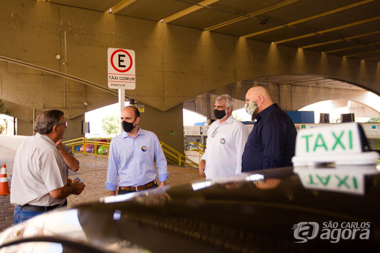 Netto Donato visita pontos e ouve reivindicações de taxistas - Crédito: Divulgação