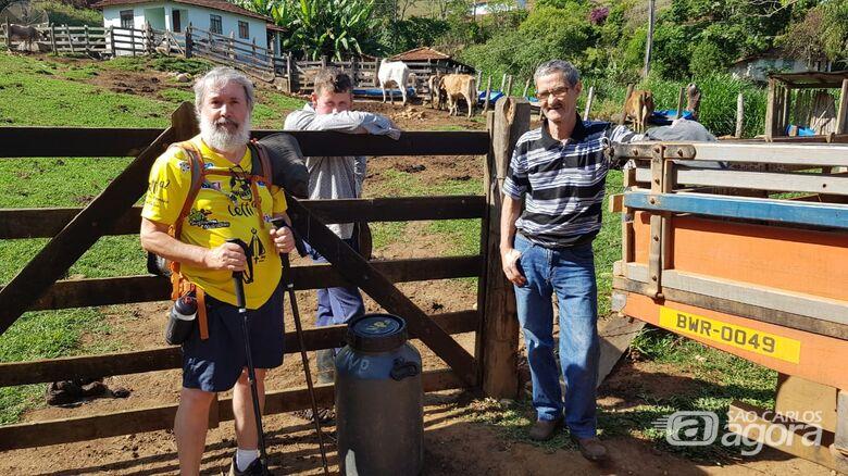 Em um dia ensolarado, Nino Carneiro cumpre mais 22km de peregrinação pelo Caminho da Fé - Crédito: Divulgação