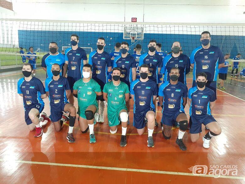 Equipe adulta Agee/Lual Lanches/Academia Onfit estreia com duas derrotas no Campeonato da APV - Crédito: Marcos Escrivani