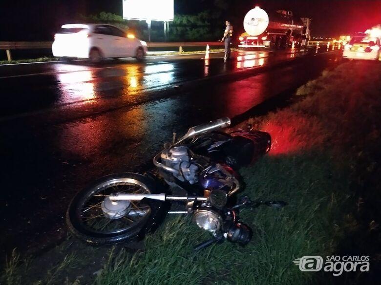 Moto envolvida no acidente. - Crédito: Luciano Lopes/São Carlos Agora