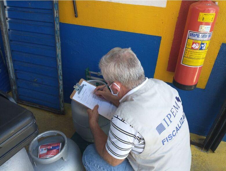 Ipem-SP fiscaliza botijões de gás de cozinha no Estado de SP - Crédito: Divulgação