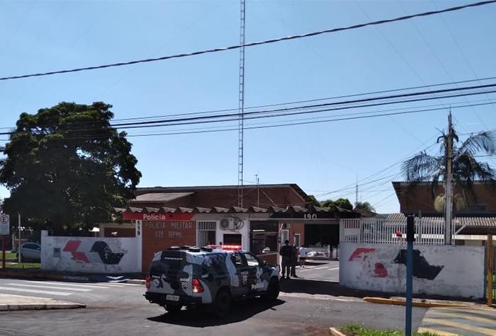 Viatura do GATE entra no 13º Batalhão da PM em Araraquara - Crédito: Divulgação