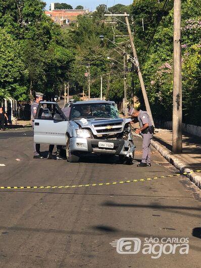 Homem morre após colidir caminhonete em poste - Crédito: Descalvado Agora