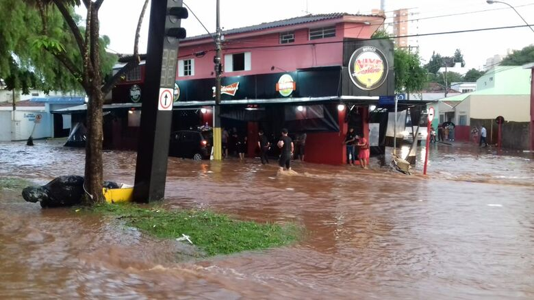 Enchente em São Carlos - Crédito: Whatssapp SCA - (16) 99633-6036