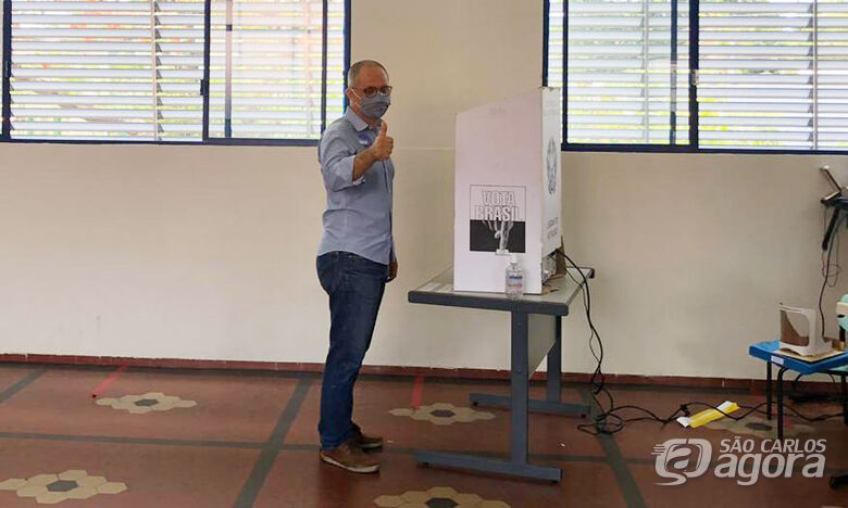 Erick na sessão eleitoral para votar - Crédito: Abner Amiel