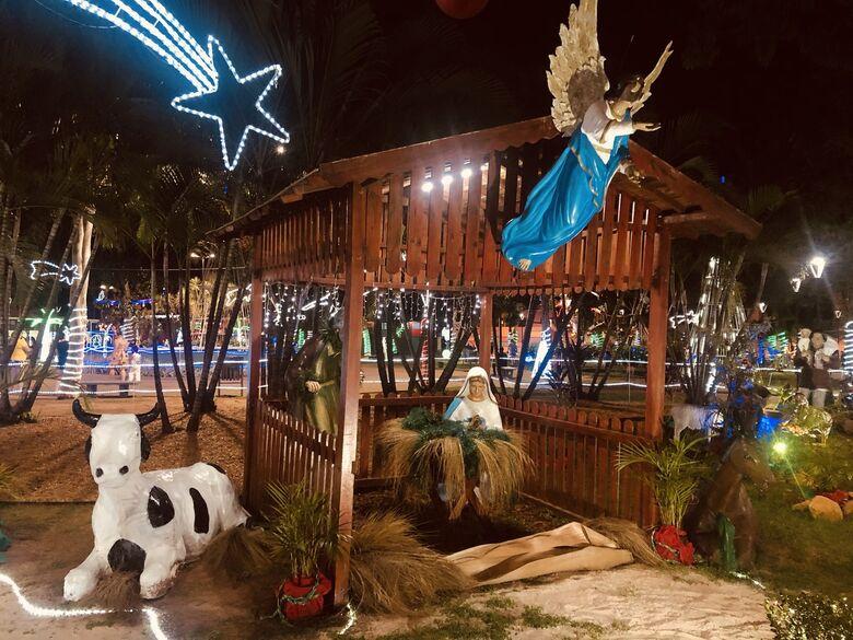 Decoração de Natal na Praça Central de Ibaté - Crédito: São Carlos Agora