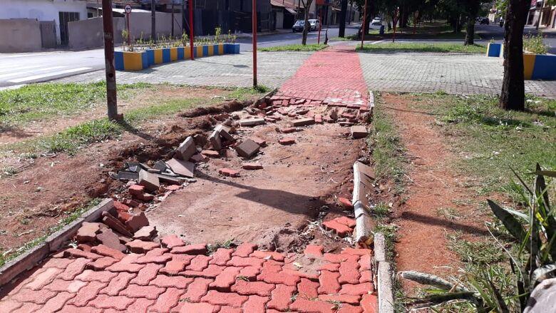 Pista de caminhada e ciclovia da Avenida Henrique Gregori foi danificada pelas chuvas - Crédito: Divulgação