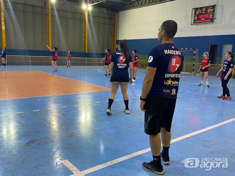 Último treino antes do embarque: meninas do hand buscam a semifinal no Paulista - Crédito: Marcos Escrivani
