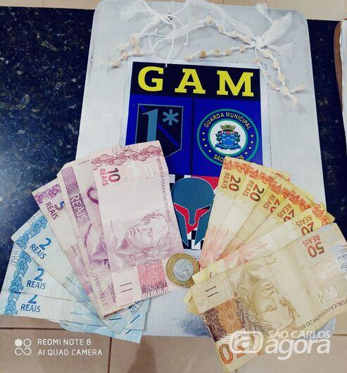 Após fuga de suspeitos, GM encontra drogas em praça no Jardim Tangará -