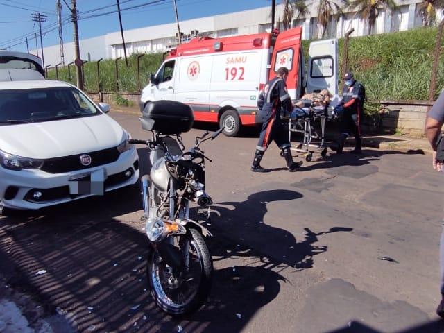 Três ficam feridos após colisão entre moto e bike - Crédito: Maicon Ernesto