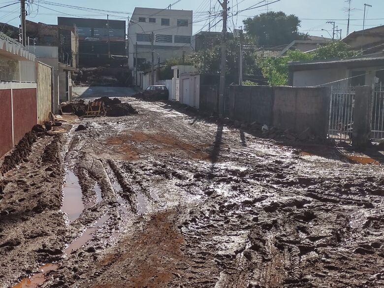 Lagoa Serena está intransitável e com carros abandonados - Crédito: Maicon Ernesto