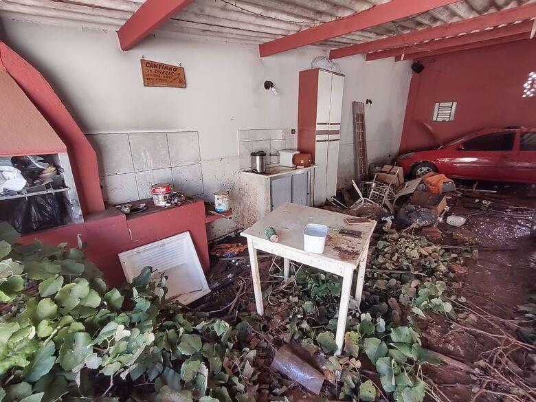 Casa desaba no centro de São Carlos e família perde tudo - Crédito: Maicon Ernesto
