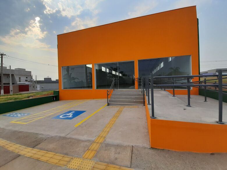 Novo prédio, construído pela Prefeitura de Ibaté no Jardim Mariana,  abrigará um posto do Poupatempo, o Detran e serviços municipais - Crédito: Divulgação