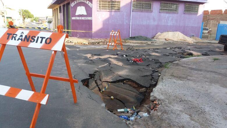 Ruas no Antenor Garcia estão sem asfalto há 30 anos; outras, com piso esfarelando - Crédito: Divulgação