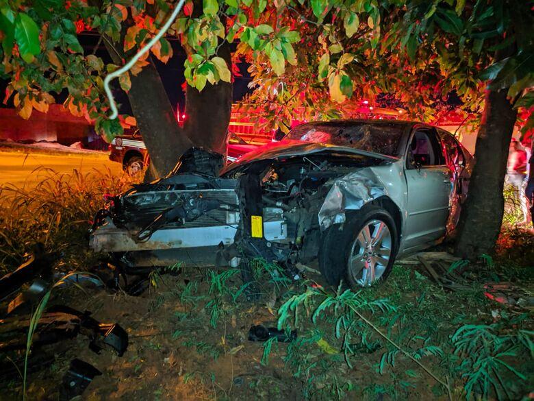 Veículo ficou destruído - Crédito: Luciano Lopes