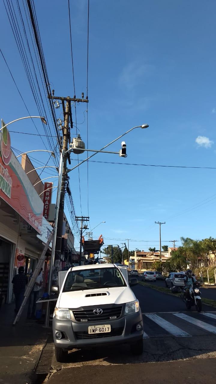 Prefeitura instala novas câmeras de videomoniramento com leitor de placas de veículos