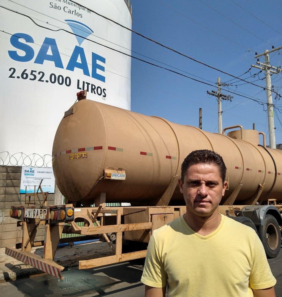 Após pedido de Paraná Filho, SAAE reforça  abastecimento do Cidade Aracy com 3 carretas tanque