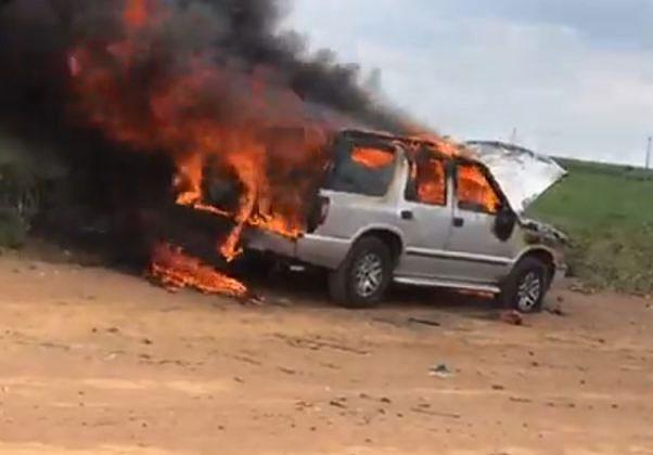 Incêndio consome veículo na área rural de Ibaté